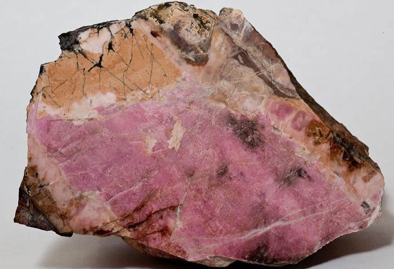 Родонит камень свойства кому подходит