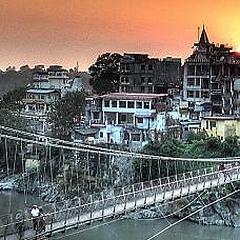 Священный город Ришикеш (Индия).