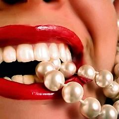Приснились белые зубы: толкуем по сонникам